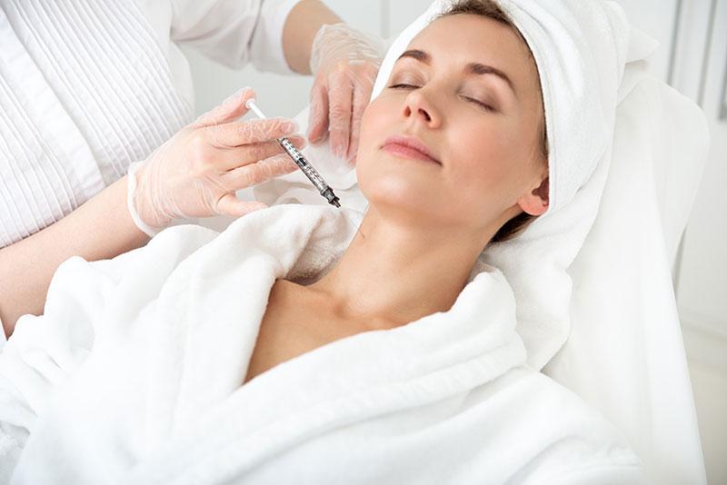 Injection d'acide hyaluronique pour le cou à Paris - Dr Nguyen